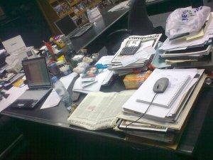 @amouni's desk before